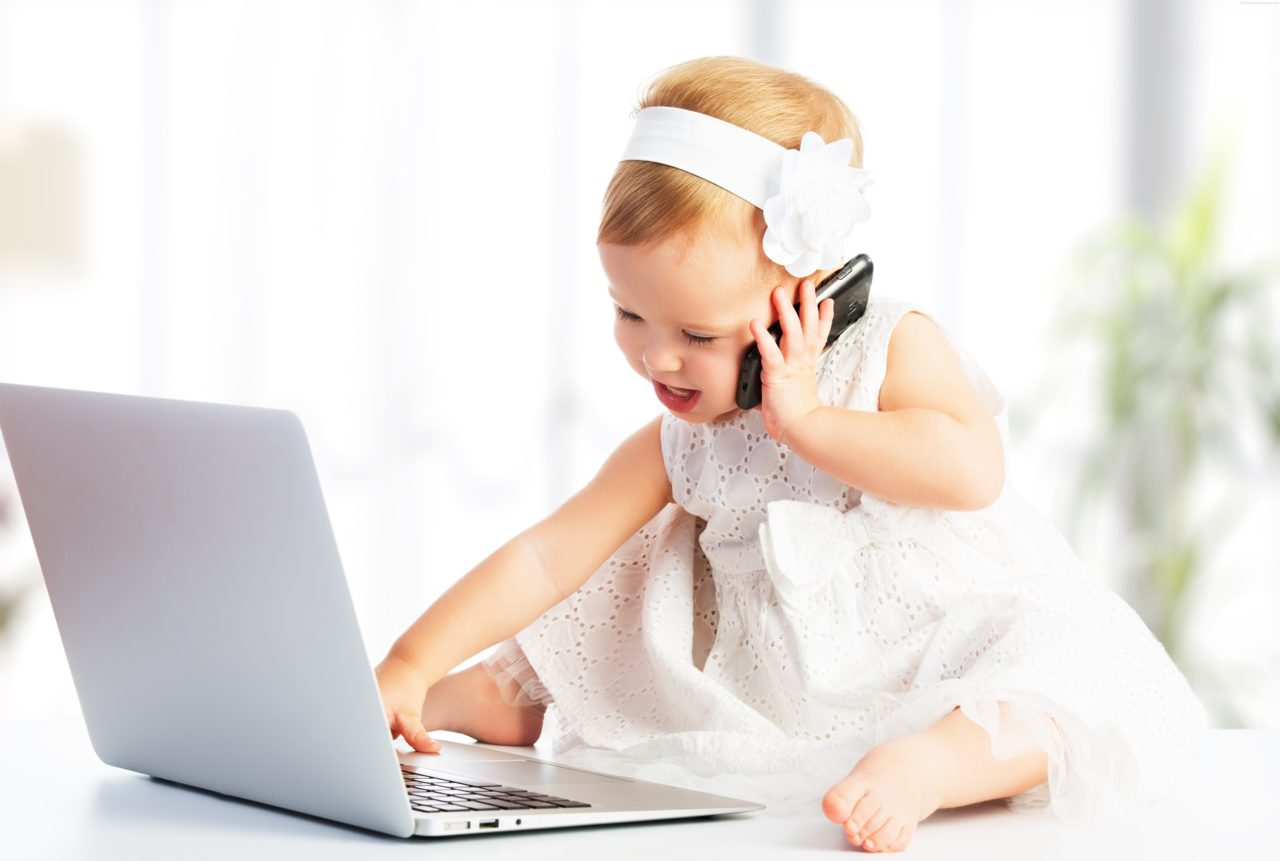 Cute-Little-Girl-In-Phone-With-Laptop-Images