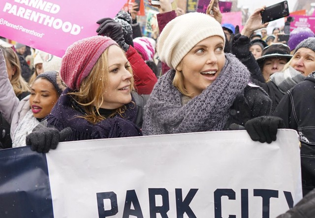 women-march-2017-charlize-theron