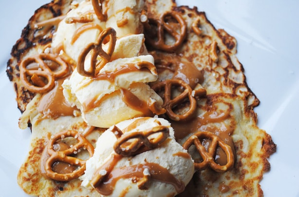 Salted-caramel-and-pretzel-pancakes